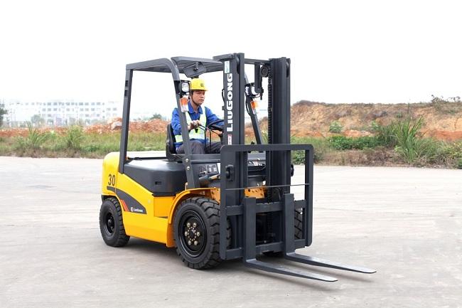 Đào tạo lái xe nâng chuyên nghiệp để đảm bảo an toàn trong lao động
