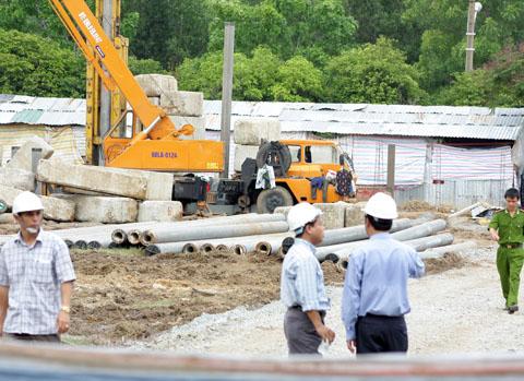 Sập khối bê tông hơn 100 tấn, 3 công nhân tử nạn